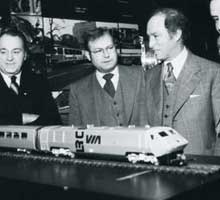 In january 1978, VIA and the Ministry of Transport announced the purchase of ten LRC train sets in the presence of Prime Minister Pierre Elliott Trudeau